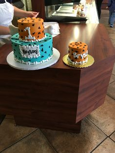 Flintstones birthday party cake with matching smash cake 2nd Birthday Party For Boys, Second Birthday Cakes, 1st Boy Birthday, Birthday Party Themes, Birthday Ideas, Flintstone Theme, Baby Shower Cakes For Boys, Bambam, Themed Cakes