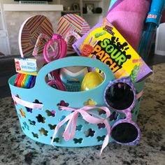 Amazing Easter Basket Ideas, Unique Easter Baskets, and Practical Easter Baskets for Kids. Your Kids will actually use everything in these Easter Baskets Summer Gift Baskets, Kids Gift Baskets, Girl Easter Baskets, Beach Basket Gift Ideas, Creative Easter Basket Ideas, Homemade Easter Baskets, Creative Ideas, Sour Patch Kids, Cadeau Couple