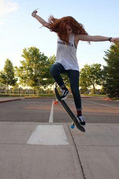 The best selection of new skate board outfit in supply now. Skates, Jogging, Base Ball, Skate Girl, Skater Girl Outfits, Surfer Girl Style, Skate Style, Skateboard Girl, Longboarding