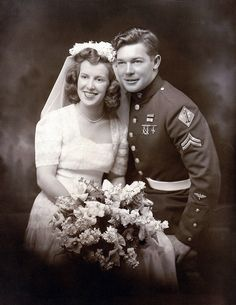 War is always fierce, but sometimes it was also the fate of the soldiers. These emotional vintage photos show their happiness in the wedding. 1940s Wedding, Vintage Wedding Photos, Vintage Bridal, Wedding Couples, Wedding Pictures, Wedding Bride, Vintage Weddings, Wedding Dresses, Vintage Pictures