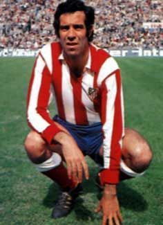 Luis Aragones of Atletico Madrid in Best Football Players, National Football Teams, Football Soccer, Football Stuff, Manchester United, Real Madrid, Soccer Pictures, Second Best, Fc Barcelona