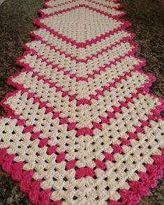 Granny Square Runner Pattern Diagram and Inspiration Crochet Table Mat, Crochet Table Runner Pattern, Crochet Placemats, Granny Square Crochet Pattern, Crochet Stitches Patterns, Crochet Squares, Baby Knitting Patterns, Crochet Shawl, Crochet Doilies