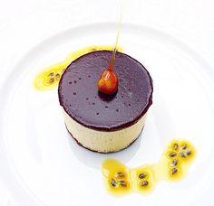 Semifreddo al frutto della passione su biscotto al bacio di Loano e glassa al cioccolato www.hotel-posta.it  #foodbloggerlakecomo