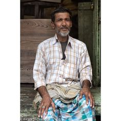 Portrait of a merchant in Kolkata #India #people #travel #streetphotography #1001people #all_mypeople #bnw_magazine #digers_venezuela #everydayeverywhere #eyeem #great_captures_people #great_portraits #insta_anadolu #ic_thestreets #igworldclub #ig_street #people_and_world #peoplecreatives #peoplelikeus #photoinstagram #photooftheday #photo_storee #phototag_it #re_tratos #street_photo_club #streetlife_award #streetportrait #snapso