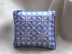 puntaspilli broderie suisse- by fiore-crea: