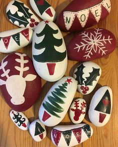 Painted Rock Ideas - Do you need rock painting ideas for spreading rocks around your neighborhood or the Kindness Rocks Project? Here's some inspiration with my best tips! gifts ✓ Best Painted Rocks Ideas, Weapon to Wreck Your Boring Time [Images] Rock Painting Patterns, Rock Painting Ideas Easy, Rock Painting Designs, Stone Crafts, Rock Crafts, Holiday Crafts, Christmas Pebble Art, Christmas Rock, Painted Rocks Craft
