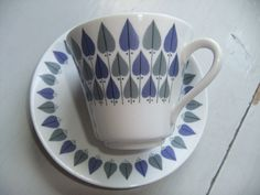 Nice teacup and saucer decorated with leaves in grey and purple. Made by Rorstrand in Small brown spot on the saucer. Otherwise in good vintage condition. No crack or dammage. size: Cups Hight Cups Diameter Saucers diameter Thank you for