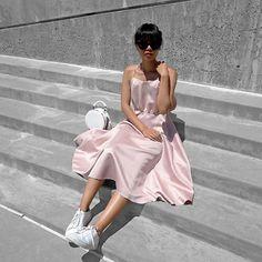 Sitting pretty in @ceclosetsf's dress. 😅💗 #ceclosetsf #cecloset #axelarigato…
