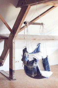 diy hanging chair hammock hangstoel knoop - All About Balcony Diy Swing, Diy Hammock, Hanging Hammock Chair, Indoor Swing, Indoor Hammock, Hammock Stand, Swinging Chair, Hanging Chairs, Hammock Ideas