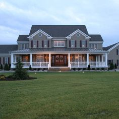 55 Awesome Home Exterior Design Ideas. You can fix your home exterior design even if you do not have much money. In this article I am going to talk about the ways to improve your home exterior design. Farmhouse Plans, Modern Farmhouse, Farmhouse Style, Farmhouse Front, Farmhouse Design, Farmhouse Bedrooms, Victorian Farmhouse, French Farmhouse, Style At Home