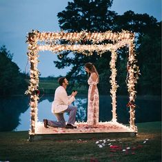 Such a romantic proposal captured by tap. Wedding Day Wedding Planner Your Big Day Weddings Wedding Dresses Wedding Bells Wedding Cake Cute Proposal Ideas, Proposal Pictures, Romantic Proposal, Romantic Weddings, Engagement Proposal Ideas, Perfect Proposal, Surprise Proposal, Country Weddings, Creative Proposal Ideas