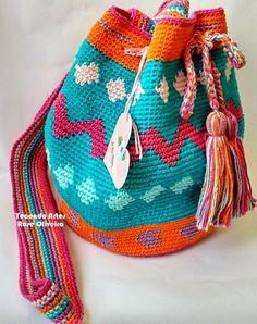 Tecendo Artes em Crochet: Minha Primeira Wayuu Bag Ficou Assim...Vem ver! Free Crochet Bag, Crochet Baby, Knit Crochet, Tapestry Bag, Tapestry Crochet, Brogues Outfit, Bag Quilt, Mochila Crochet, Crochet Backpack