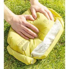 Laver votre linge n'importe où et n'importe quand ! Le sac de lavage Scrubba est le seul sac avec des centaines de nodules (petites billes de plastiques) intégrés qui netoient efficacement vos vêtements en quelques minutes. Balancez vos vêtements sales dans le Scrubba bag, ajouter de l'eau et de la lessive, puis refermer le sac. Il ne restera plus qu'a frotter et rouler le scrubba bag 3 à 4 minutes avant de pouvoir sécher son linge.