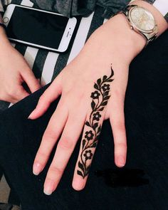 Latest trends in Beauty, Fashion, Indian outfit ideas, Wedding style on your mind? We bring to you hand picked collections for inspiration Modern Henna Designs, Henna Tattoo Designs Simple, Latest Henna Designs, Finger Henna Designs, Simple Arabic Mehndi Designs, Mehndi Designs For Girls, Arabic Henna Designs, Mehndi Designs For Beginners, Eid Mehndi Designs
