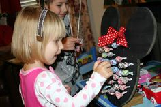 Lollipop game using Minnie Mouse shape. Can easily make it Mickey by omitting the bow. Site also shows serving hot dog, hot dogs, hot diggity dogs...