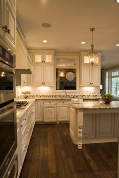 Country Cottage Style Home Designer Style Kitchen With Pro Style Appliances Center Island