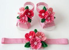 Sandalias Descalzas venda del bebé y el bebé. Zapatos de bebé. Venda del bebé. Accesorios de niña color rosa bebé. Tunuahi de bebé rosa. Color de rosa venda de la muchacha.