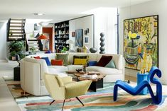 Inside An Art-Filled London Penthouse In Covent Garden | Livingetc Interior Design Books, Top Interior Designers, Best Interior, Interior Design Living Room, Casa Art Deco, Gebogenes Sofa, Curved Sofa, Garden Studio, Home Office Space