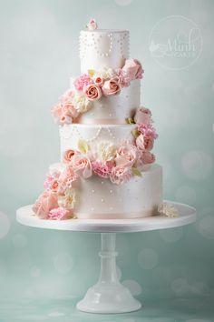 Minh Cakes Hochzeitstorte Blumenkaskade Wedding Cake Rose cascade ruffle flowers