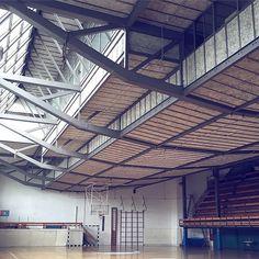 Hoy en www.revistaad.es hablamos de la maravilla del Gimnasio Maravillas de Alejandro de la Sota #adspain #arquitecturaad