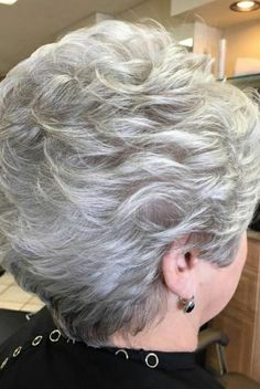 Keep on pictures Short Hairstyles Over 50, Short Layered Haircuts, Mom Hairstyles, Short White Hair, Short Hair With Layers, Short Hair Older Women, Silver Haired Beauties, Gray Hair Highlights, Hair Dos