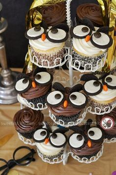 The Best Harry Potter Birthday Party Ideas - Angela Pickard - The Best Harry Potter Birthday Party Ideas Owl Cupcakes. Creative Harry Potter Birthday Party Ideas to pull off the best wizard celebration. Harry Potter Snacks, Harry Potter Cupcakes, Harry Potter Torte, Harry Potter Baby Shower, Harry Potter Birthday, Owl Cupcakes, Birthday Cupcakes, Owl Cupcake Cake, Party Cupcakes