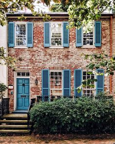 Exterior of brick house in Washington DC.Love the blue shutters. Exterior Paint, Exterior Design, Interior And Exterior, Beautiful Buildings, Beautiful Homes, Blue Shutters, Shutters Brick House, Cute House, House Colors