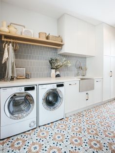 Pantry Laundry Room, Laundry Room Remodel, Laundry Room Organization, Laundry In Bathroom, Laundry Room Floors, Laundry Tips, Laundry Storage, Casa Top, Beaumont Tiles
