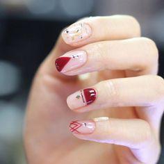 [#유니스텔라트렌드] 겨울엔 레드컬러가 빠질수 없죠! #negativespacenails #linenails #유니스텔라 #네일디자이너 #unistella #gelnails #nailart #nails #nail #nailedit ✔️유니스텔라 내의 모든 이미지를 사용하실때 사전 동의, 출처 꼭 밝혀주세요❤️