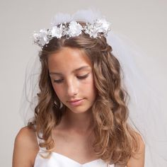 Buy Online White First Communion Veil with Floral Crown Flower Girl Hairstyles, Little Girl Hairstyles, Hairstyles For School, Curled Hairstyles, Easy Hairstyles, Wedding Hairstyles, Crown Hairstyles, Curl Styles, Long Hair Styles