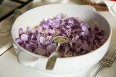Fleurs de glycine dans la pâte à beignet © Camille Oger