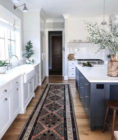 Modern Kitchen Interior Remodeling Tartan Builder's kitchen - Park and Oak Interior Design - Classic Kitchen, New Kitchen, Kitchen Decor, Kitchen Ideas, Kitchen Grey, Awesome Kitchen, Kitchen Runner, Timeless Kitchen, Kitchen Paint