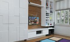 O armário laqueado divide a mesma parede com um painel de freijó com nichos para livros e equipamentos de TV. Executado pela Marcenaria Visconi. As caixas de brinquedos são da Plasútil. Tapete da Santa Mônica.