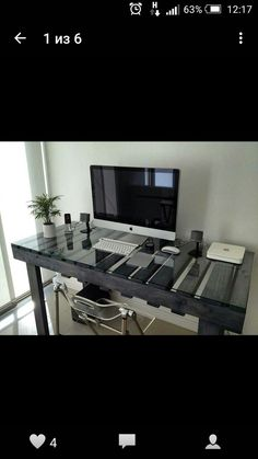 A pallet desk with a glass top Pallet Desk, Pallet Furniture, Diy Pallet, Mesa Pallet, Repurposed Furniture, Furniture Ideas, Sweet Home, Interior And Exterior, Interior Design
