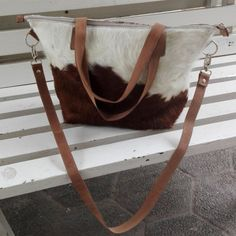 Cowhide hair on hide leather TOTE BAG  Our totebags are custom made, this means you can customize color combination.  *Material: Hair on hide  *Stitching: invisible and straight.  *100% genuine Argentinean leather  *Condition: New  *Estimated delivery time: between 2 and 5 days  MADE TO ORDER: The product in the photo is a sample, our totebags are made to order. Your finished totebag will be extremely similar, as there are not two identical cowhides. We will select the most similar cowhides…