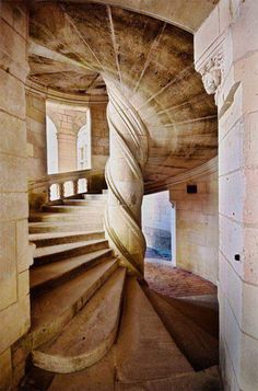 A spiral Staircase designed by Leonardo Da Vinci in the year This is at the Chambord Chateau in the Loire Valley in France! It is a double helix staircase! Beautiful Architecture, Beautiful Buildings, Art And Architecture, Architecture Details, Beautiful Places, Chambord Castle, Escalier Design, Stairway To Heaven, Staircase Design