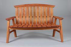 Sunniva Settee | Deluxe garden bench in mahogany.