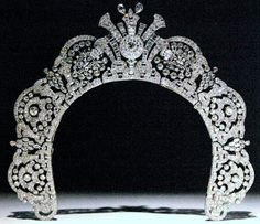 The Westminster Halo Tiara ~ The diamond halo tiara of Loelia, Duchess of Westminster. This is the kind of halo that suits me best!