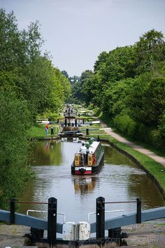 Locks and canal boats - England, UK. England Ireland, England And Scotland, England Uk, Canal Barge, Canal Boat, Places To Travel, Places To See, Monuments, Narrowboat