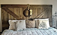 Rustic diy headboard rustic headboard by amber beds bedroom ideas rustic headboard home and bedroom diy Rustic Headboard Diy, Headboard Decor, Headboard Designs, Diy Headboards, Bedroom Rustic, Fence Headboard, Barn Board Headboard, Rustic Bedding, Queen Headboard