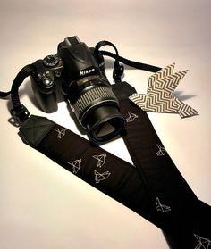 Tracolla per fotocamera SLR, DSLR, imbottita, in cotone nero fantasia origami. Tracolla fotocamera unisex