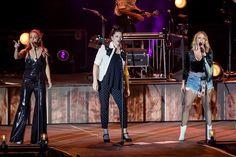 Country Music Artists, Country Music Stars, Pistol Annies, Miranda Lambert, Singer, Concert, Carrie, Beautiful, Fan