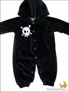 Macacão com touca preta em veludo, para vestir os pequeninos que já são cheios de estilo!