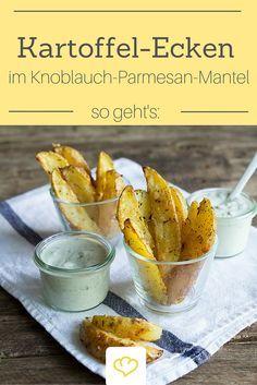 Da greifen deine Gäste sicher gerne zu: Knusprige Kartoffel-Ecken im Knoblauch-Parmesan-Mantel! Der Hit für jedes Party-Buffet!