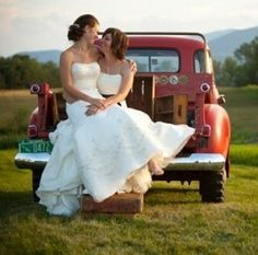Two brides and an old truck - Rhythm Express
