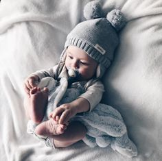 35 ideas baby boy toys newborn for 2019 Cute Little Baby, Baby Kind, Baby Love, Funny Babies, Cute Babies, Outdoor Baby, Foto Baby, Cute Baby Pictures, Baby Art