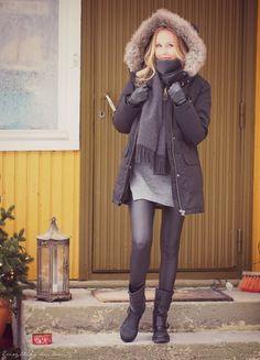 Everything has beauty blogger Ragdoll wearing black fake leather leggings.