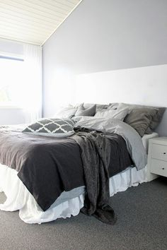 ❤️ White Bedroom, Modern Bedroom, Red Room Decor, Bedroom Furniture, Home Furniture, Decoration Gris, Red Rooms, House Rooms, Home And Living