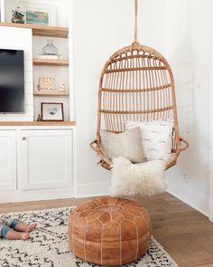 Hanging Rattan Chair in guest room My Living Room, Living Room Chairs, Living Room Decor, Wicker Dining Chairs, Living Spaces, Bedroom Chair, Bedroom Decor, Swing In Bedroom, Bedroom Ideas