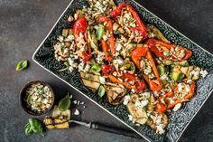Grillgemüse mit Feta - Rezepte | fooby.ch Paella, Vegetable Pizza, Cobb Salad, Grilling, Healthy Recipes, Healthy Food, Vegetables, Ethnic Recipes, Bbq Ideas